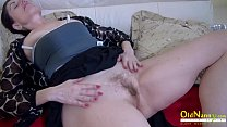 Older mature lady got so horny she fucked toy
