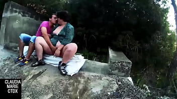 Eating the fat girl's pussy in the bush