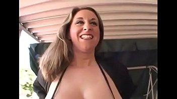 milf med store naturlige bryster...