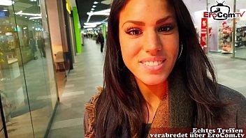 Deutsches hübsche Brünettes Model flirttet im Supermarkt und wird nachhause abgeschleppt POV