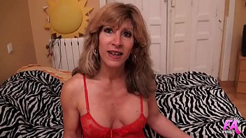 Mature Beatriz loves good Spanish dildos
