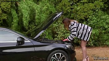 Paige Turnah PAWG car trouble strips for help
