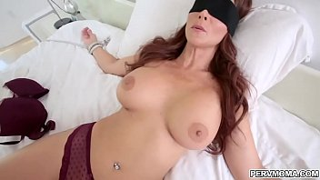 Busty cougar Syren De Mer surprise blowjob