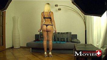 Masturbation porn movie with student Emilia 20y - see my fuckmovie on www.swisspornmovies.com eine heisse Göre spielt pervers mit sich