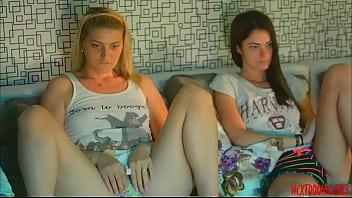 Watch ️Meine Mitbewohnerin und ihr BF hier? Er macht mich geil ... üppige Ohibib #pussy #ass #liebe #großbobs #ohmibod #lush #cum #fuckme #interactivetoy #boobs #wet preview
