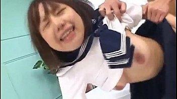 小中学生時代の女生がスク水の上からマンコを擦るの校生系動画