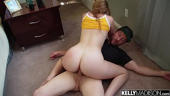 Big Booty White Girl Melody Works That Ass For a Creampie
