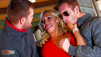 Loosetour trio avec hot Milf...