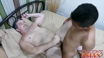 Teen idol bareback fucks daddy mike