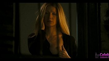Gwyneth Paltrow showing her breats!! nude