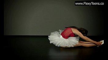 Bottomless ballet shows off Thumbnail