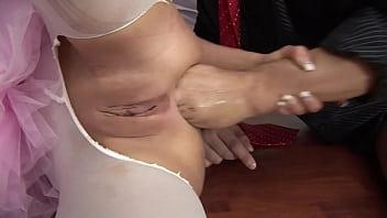 Prova di ballo con la fica vogliosa di essere penetrata e allargata