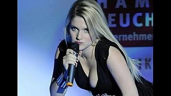 Teeny Schlampe Jeanette Biedermann mit nuttiger Jerk Off Challenge NEU