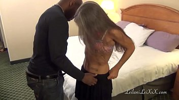 Milf Forgets Panties with Her Pantyhose