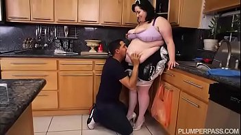 SSBBW Maid Eliza Allure Cleans Juan Largo's Cock