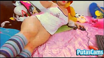 Latina pawg showing her big booty on webcam - putascams.com