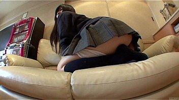 紺セーラー女子校生がキモ男に太ももを舐め回されて生ハメされるの美少女動画