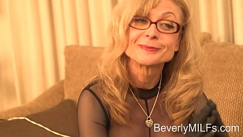 The Master Nina Hartley show the best form for use the toys to the girls.