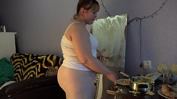 Chubby milf in white pantyhose is having fun with potatoes Potatoes on a juicy PAWG hairy cunt fat belly Fetish food
