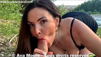 Ava Moore, la salope française exhibe ses seins au pont du Gard, se fait baiser et prend du sperme plein le visage