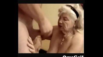 Bedstemor nyder cock