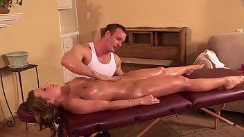 Consolo mia cognata con un massaggio ma glielo sbatto dentro