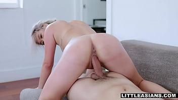 Sofia Su thanks the neighbor with a nice blowjob