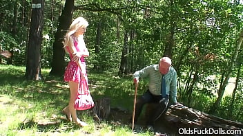 Old grandpa Mireck gets blowjob from young chick Teena Blond