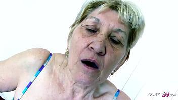 Extrem alte Oma Gabi hat Sex mit Monster Schwanz Jungspund