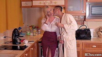 Blowjob Lover Donna Bell Crams Huge Dick Down Her Deep Throat