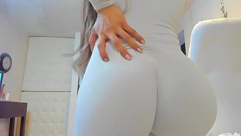 Hot Blonde Camgirl Shows Her Amazing Booty thumbnail