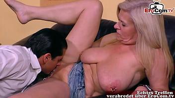 Deutsche Mutter mit Muschi Piercing und dicken Brüsten