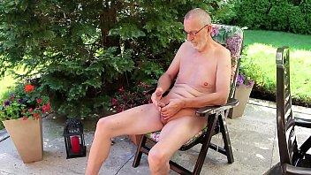 nudeboy is wanking 123