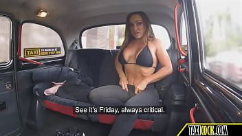 the fit mom from Australia