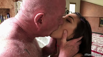 Brooklyn Gray drinks piss and swallows cumshot