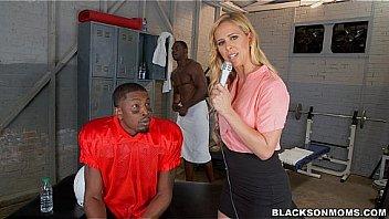 MILF Reporter in Black locker room