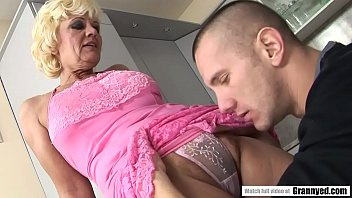 Hairy granny chatte