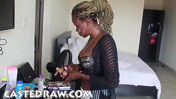 Nigeria pornstar suger kuk och...