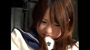 通学途中の制服中学生が変態おやじに頭を掴まれて無理やりデカチンを押し込まれるの美少女動画