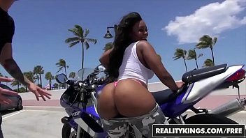 Watch RealityKings - Round and Brown - (Nina Rotti,Tyler Steel) - Bottoms Up preview