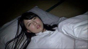 犯される女子校生がビキニ姿でおっさんに舌を突き出して濃厚ベロチューの美少女動画