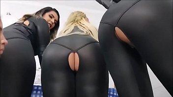 sexy lesbiennes pets en spandex...