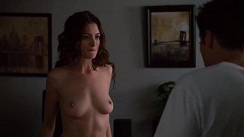 Anne Hathaway cogiendo