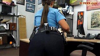 Latine officier de police defoncer...