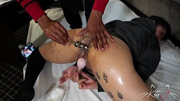 Watch Kitty gets her_holes stretched out by 2 cocks preview