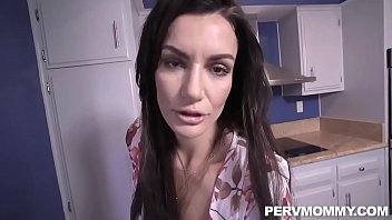 Mia Diamond - sie liebt es zu pissen beim ficken &period