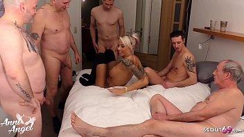 Schlankes Tattoo Teen Anni trifft sich mit 6 Usern von Scout69 zur privaten Orgie - German Gangbang