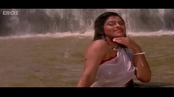 Padmini Kolhapure - hot Video