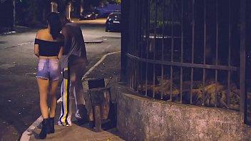 50 tinha - Puta de rua morena fudendo com negao por 50 reais