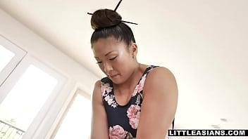 Asian masseuse Nyomi Star massage a big black dick